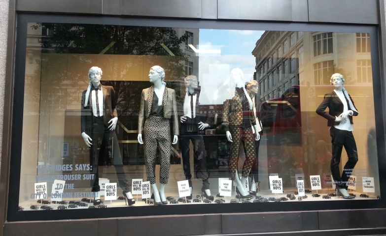 Selfridge's elegance can be defined by the way they are dressing mannequins, like in this autumn window display, with floral patterns, monochrome dashing colors.