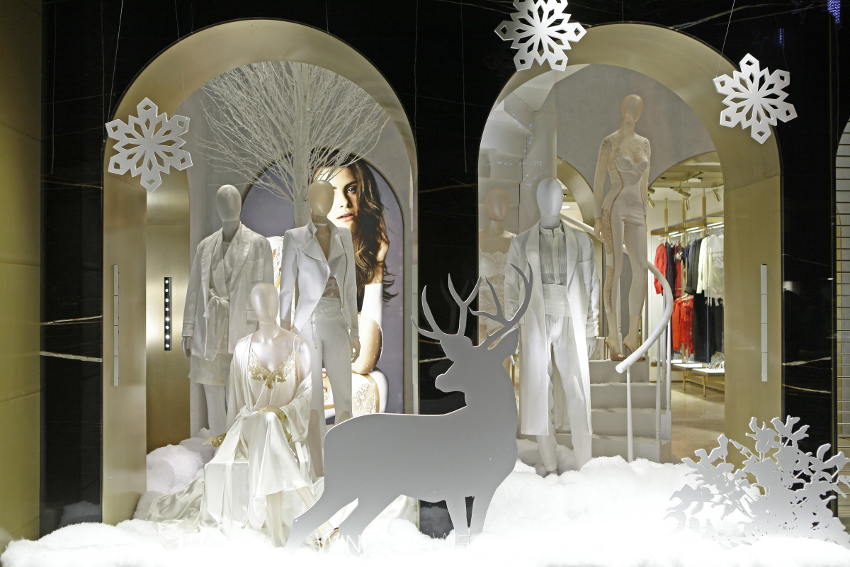 Could be the Santa's reindeer but we will never know because it's all white, fitting into the design with hanging snowflakes and fake snow.