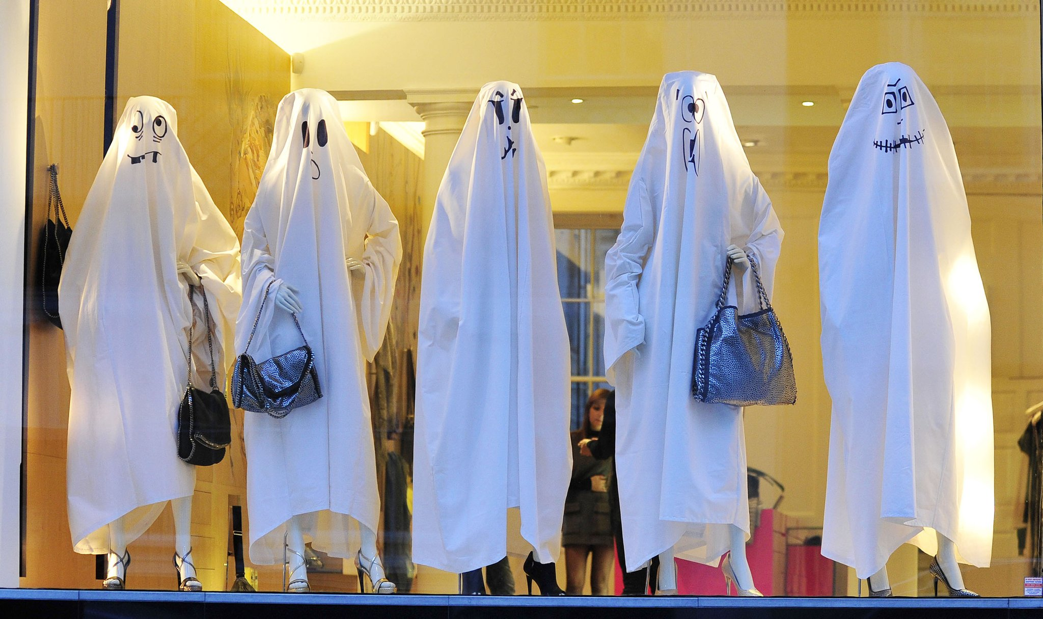 Stella Mc'Cartney store dressed its mannequins for Halloween in ghosts with silly faces.