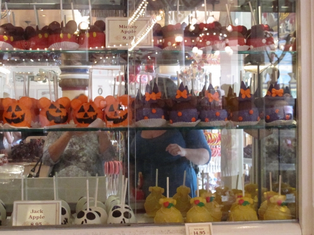 For this sweet apple store, Halloween comes in different characters given to apples, like Jack or Mickey but the scary type, to be in theme with the holiday. These examples of apples are placed in the window display.