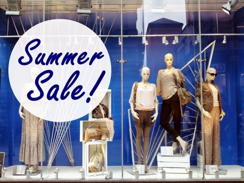This window display maintains the idea of spending summer nearby the blue ocean. Sales are just on time.