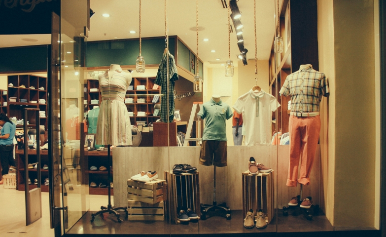 Teamba Designs just used simple earthy colors on their clothes and exposes them on their autumn window display.