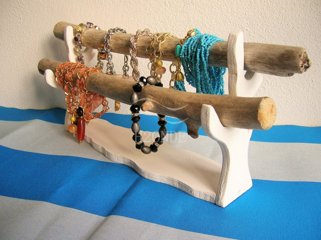 Modern, chic, creative with a stylish this jewelry holder from natural wood, in two pieces can be used to storage all your favorite bracelets.