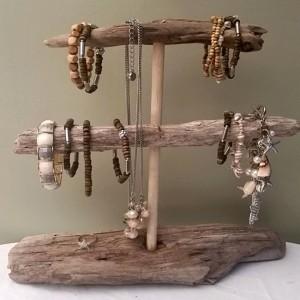 25 Creative & Beautiful Bracelet Holders