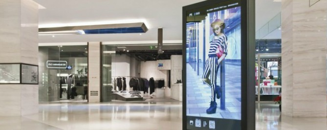 How Retail Digital Signage Helps Attract Customers