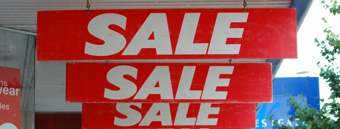 Types of Retail Signage that Attracts the Most Number of Customers