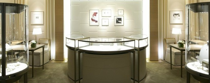 Types of Jewelry Display Cases By Form & Materials