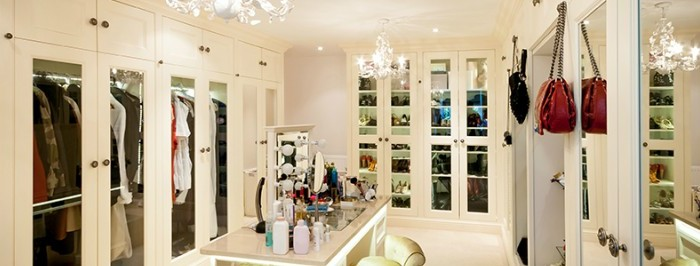 Tips on Dressing Room Mirrors and Lighting Best Practices