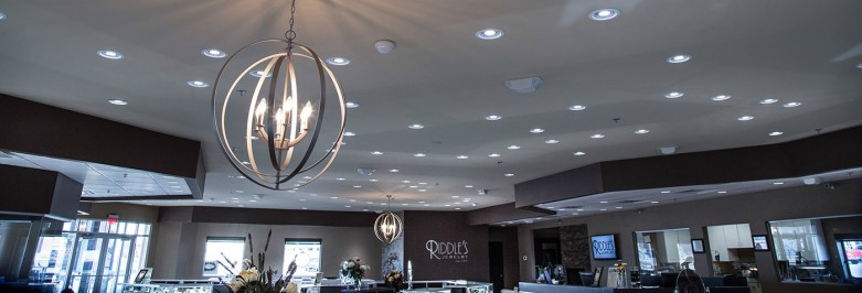 How can lighting be used as a marketing strategy for selling jewelry?