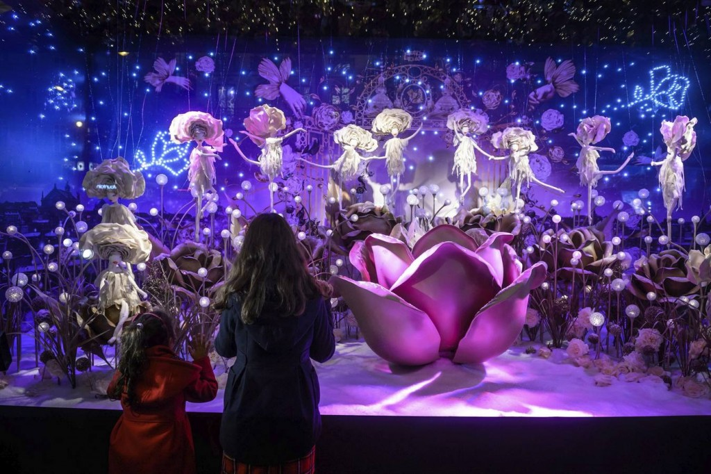 For this store, the New Year's Eve window display was decorated like it has a world from another universe, with personified dancing flowers, magical lights, and a gigantic rose.
