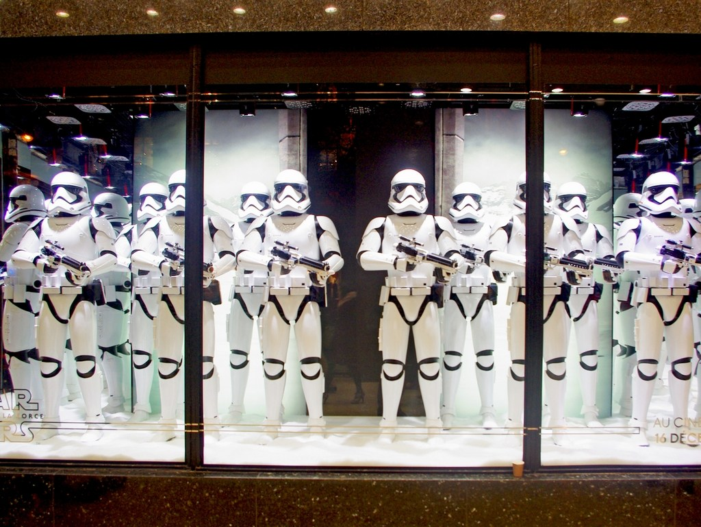 The only thing in tune with Christmas in this window display could be the color of the army costumes, which by the way are looking like the army from Star Wars.