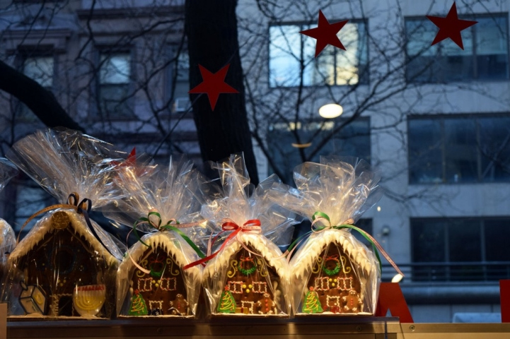 Gingerbread houses in this window display, packed in cute little packages for the New Year's Eve.