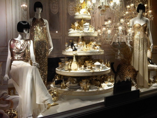 The chandelier, the citah, the porcelain, are all making this window display looking glamorous for New Year's Eve.