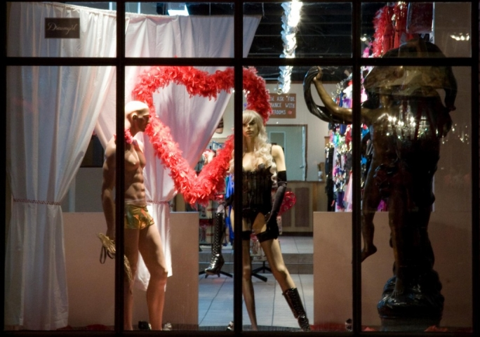 Feathers and sexy lingerie, this is what defines this Valentine's Day window display.