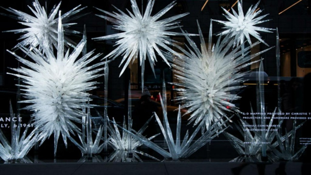 The contrast between the icicles, that could be also iced fire-crackers, and the black background is perfect for the New Year's Eve window display.