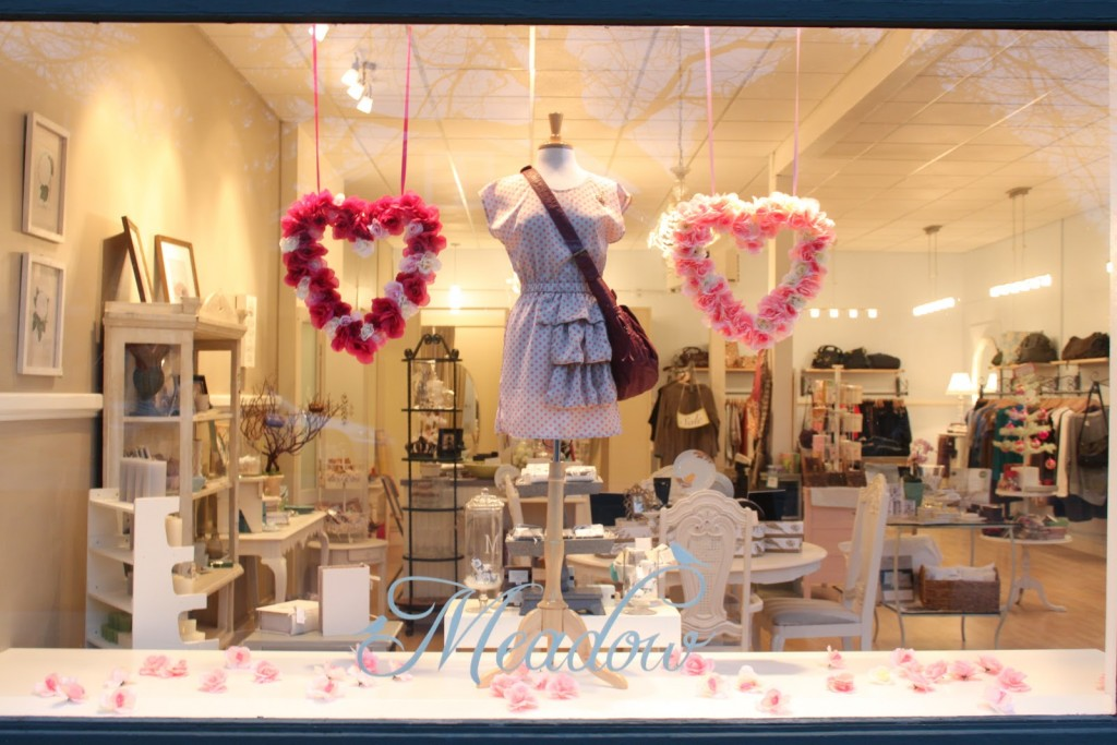 In the month of love, this cute girly dress from the window display is placed between two hearts made of roses, a pretty design for Valentine's day.