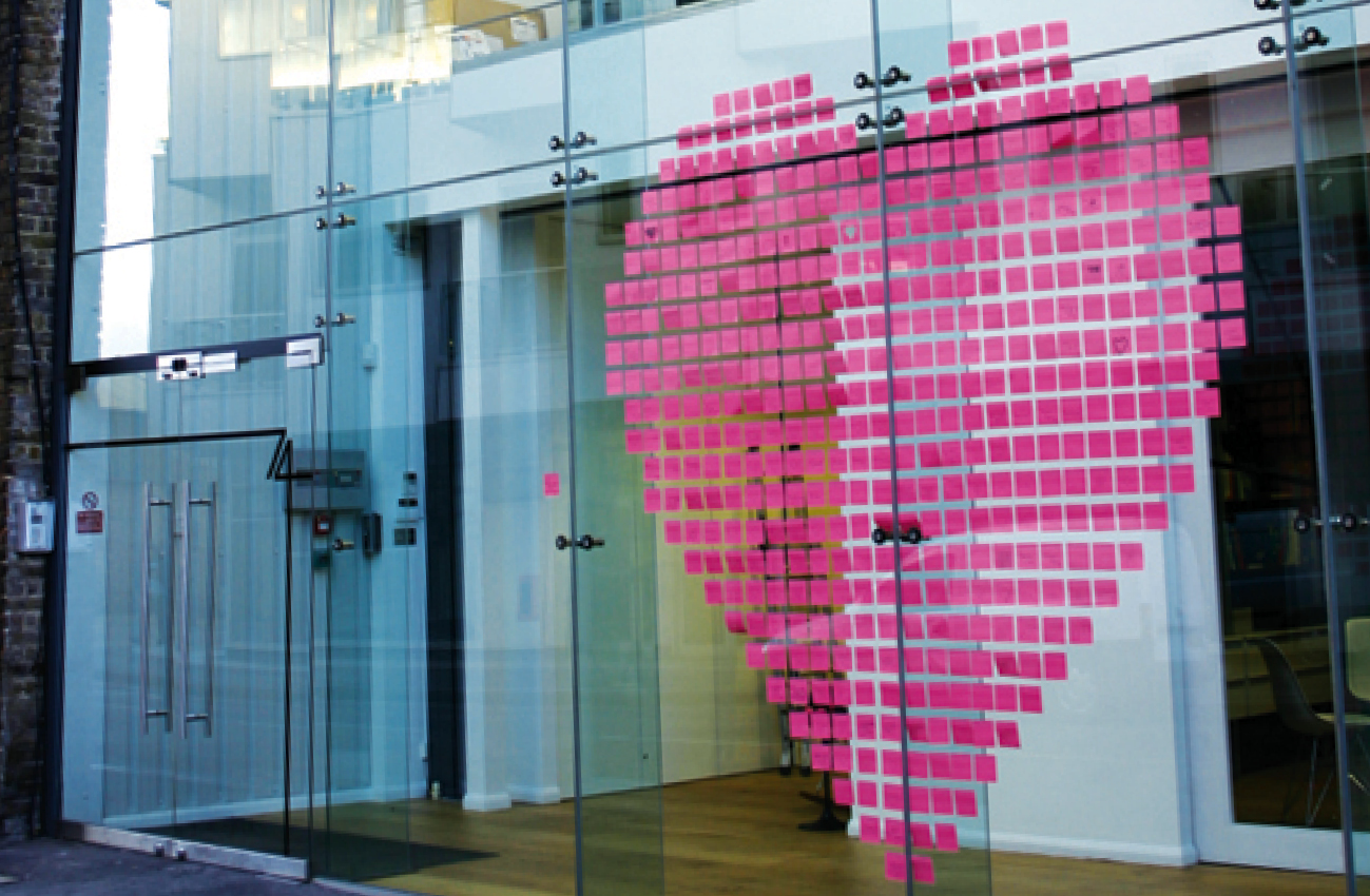 Gpstudio made a simple and creative heart by sticking pink post-it notes on the window display.