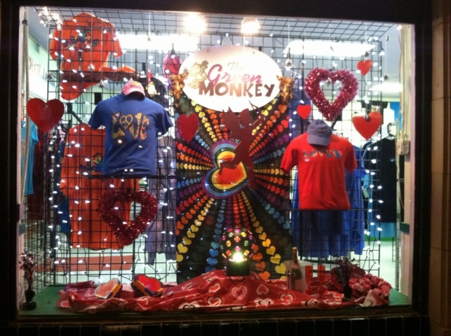 At green monkey, Valentine's day is disco as we can observe in the background and by the lights ball. We can also observe in the window display, cute hanging hearts & cupid.