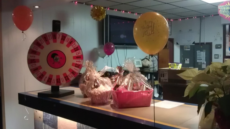 A little raffle to try your luck in the New Year's Eve, cute packages of goodies and a balloon in a window display.