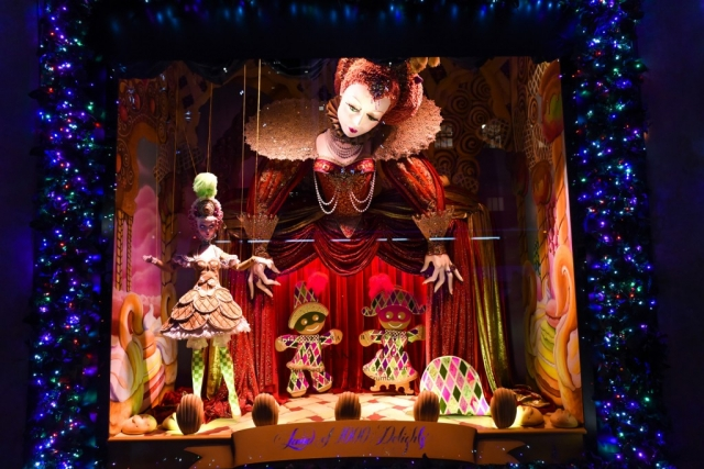 In this window display is a show with puppets, gingerbread and other shiny elements for New Year's Eve.