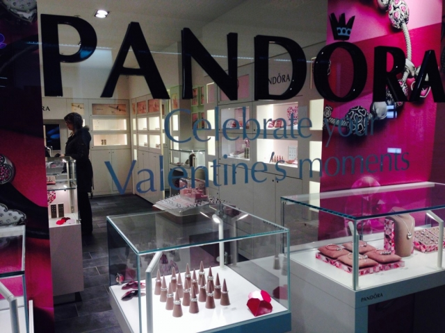 Pandora window display is pink on the sides and also has pink jewelry holders, to be in tone with Valentines' day.