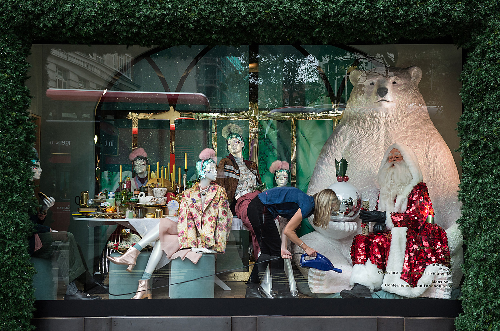 Almost all the important elements for Christmas: people having dinner, polar bear and Santa for this window display.
