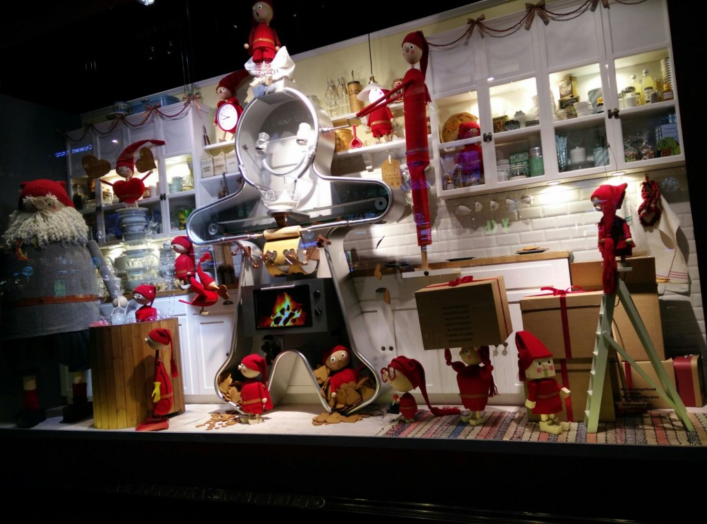 In this window display, looks like Santa is cooking with his little helpers, the most delicious biscuits for the New Year's Eve.