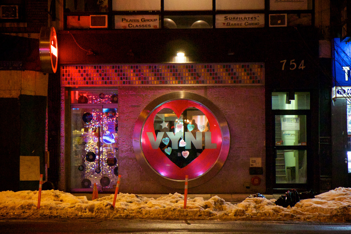 We can see that this store has two window displays, the round one has a painted heart, and in the left part we can see glitter or could be lights, as a decor for Valentine's day.