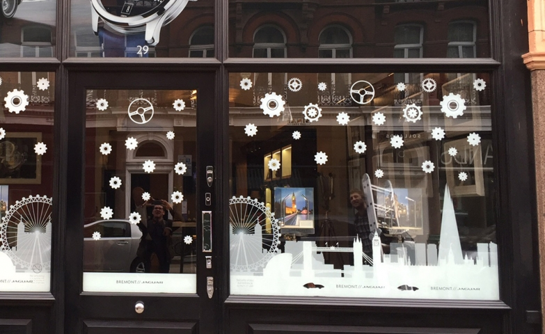 It has been said that simple is the best to make something sophisticated. This Christmas window display is white, clean and decorated only with a few stickers.