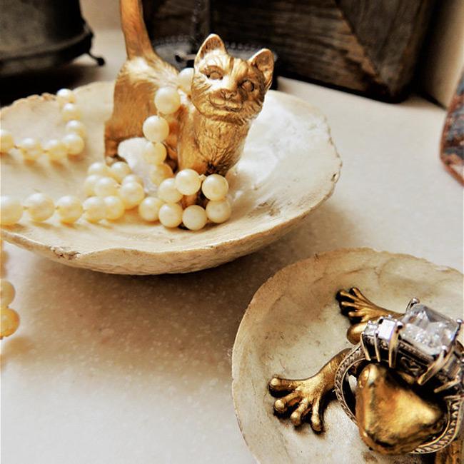 Cat Figurine Golden Ring Holder Dish