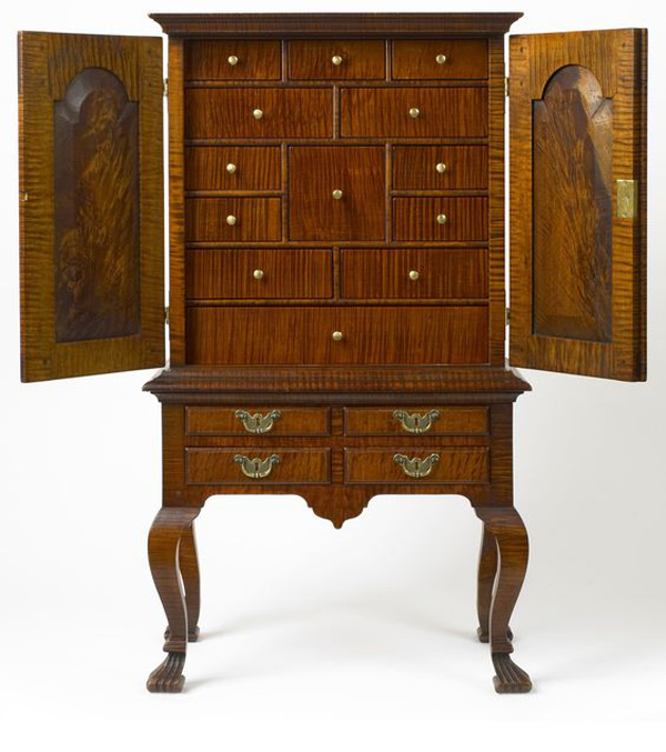 Creative Floor Standing Wooden Decorative Antique Jewelry Armoire