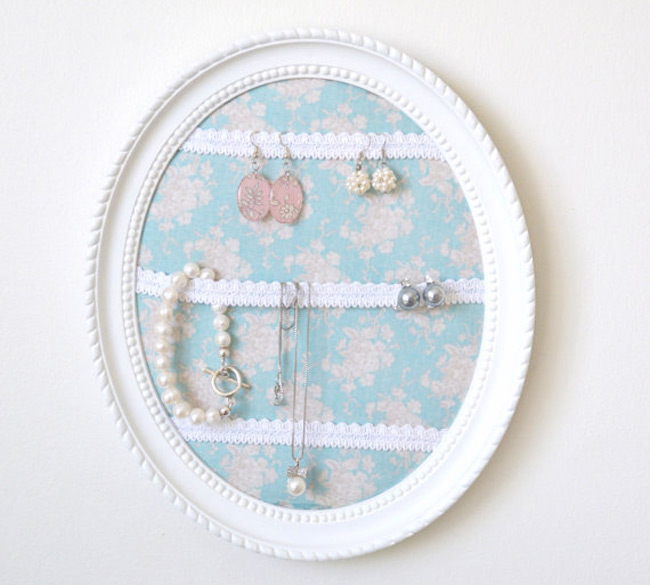 Cute Oval Picture Frame Jewelry Holder