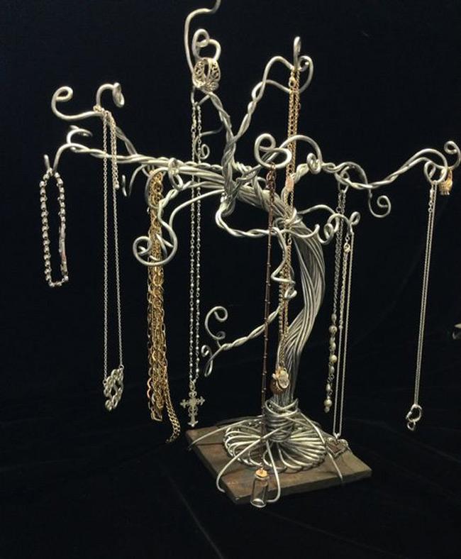 Elegant Vintage Wire Jewelry Tree Holder