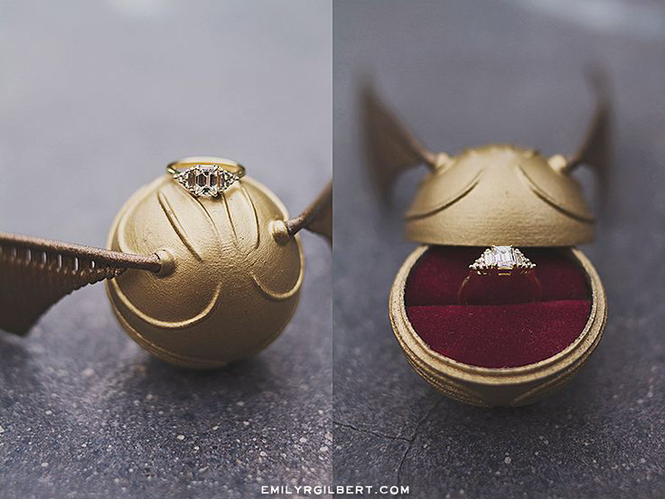 Creative Golden Bat Themed Engagement Ring Holder