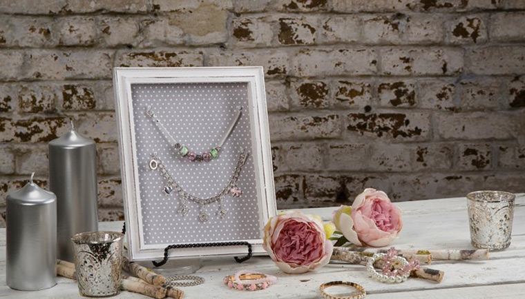 Simple White Dotted Picture Frame Jewelry Holder