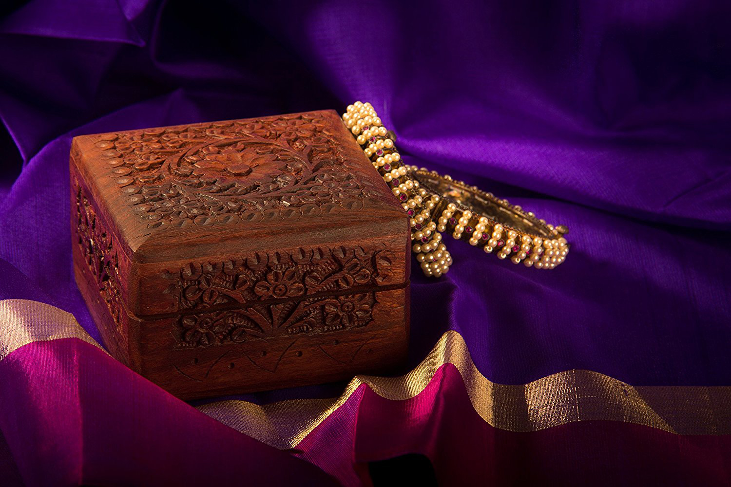Creative Carved Wood Jewelry Gift Box