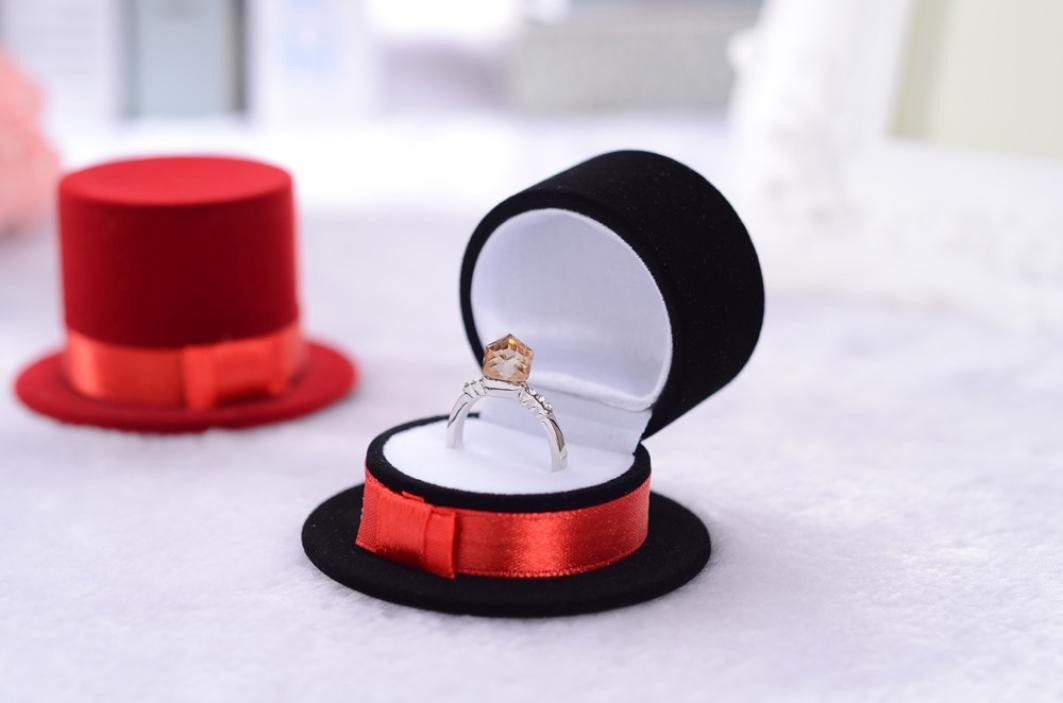 Cute Black Red Top Hat Shaped Engagement Ring Box