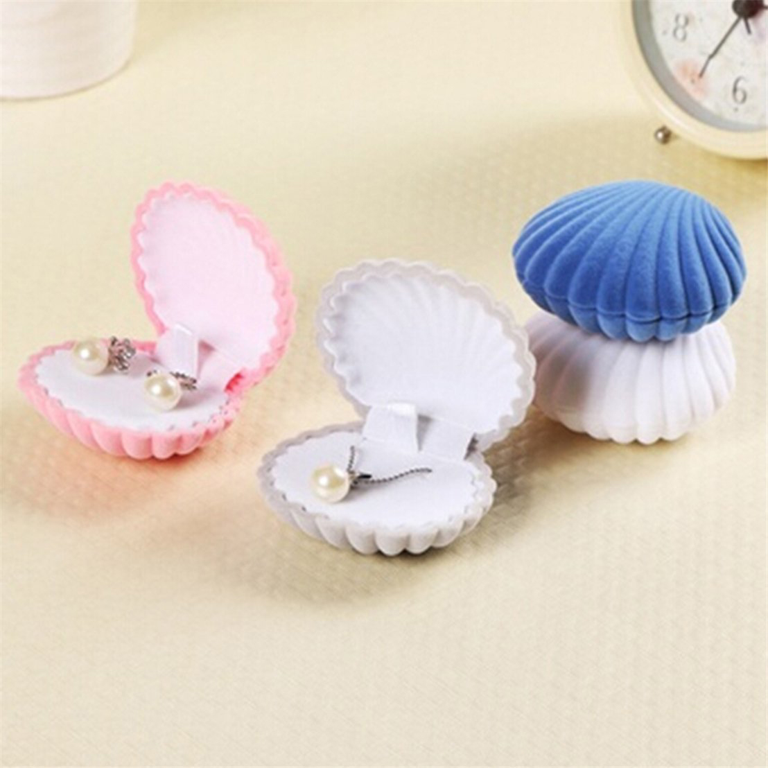 Cute Clamshell Shaped Jewelry Gift Boxes