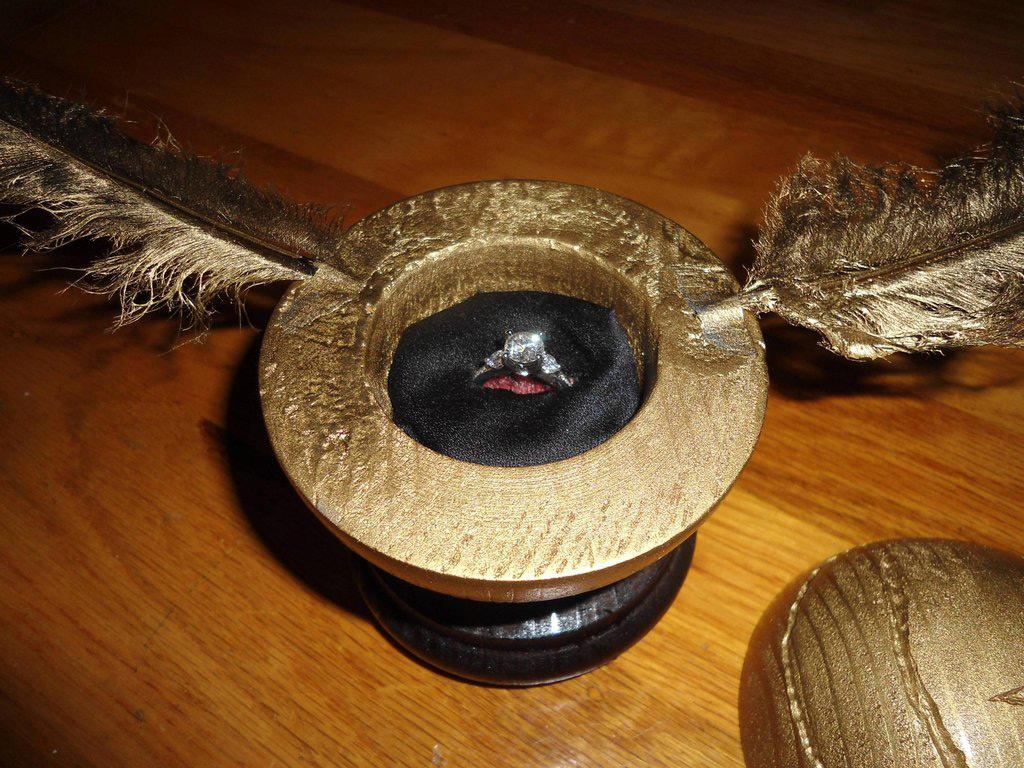 Creative Gold Engagement Ring Box