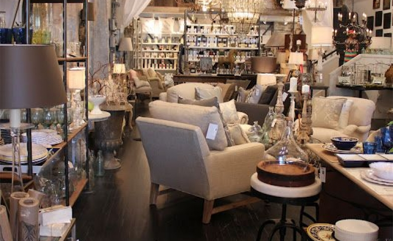 Idea for a furniture and home accesories display seen on House Dressing Style.