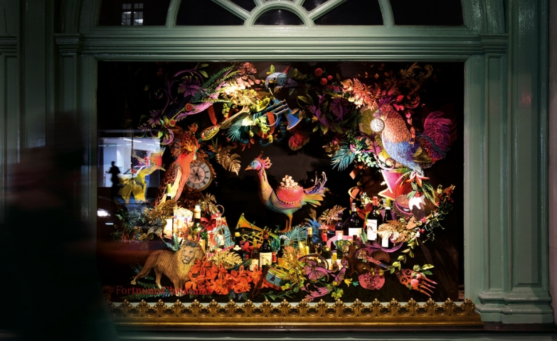 On the contrary of others Christmas window displays, this one is a dreamlike flora and fauna with colorful flowers and birds.