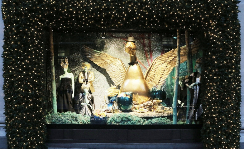 The contrast between the gold duck and the deep green tiers decorated with lights all around the Harper's Bazaar Christmas window display is fabulous.