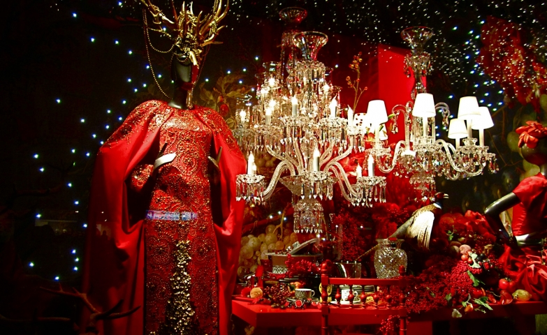 Let's get festive, like all these decorations from Rue Spontini's Christmas window display: lights, sparkling chandelier, mellow back clothes.