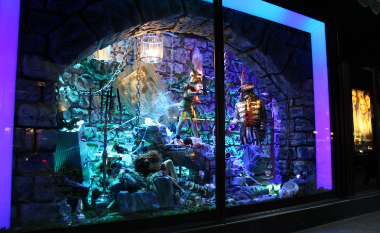 Something unusual we can find in the Harrods Christmas window display, as they used a Peter Pan theme, without any common decoration.
