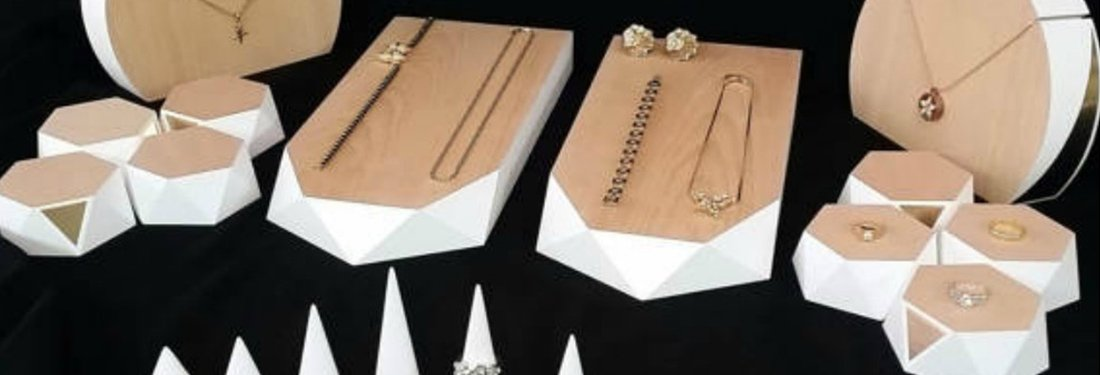 The Best Jewelry Display Sets